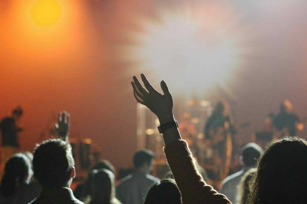音楽を聴く聴衆-音楽は人生