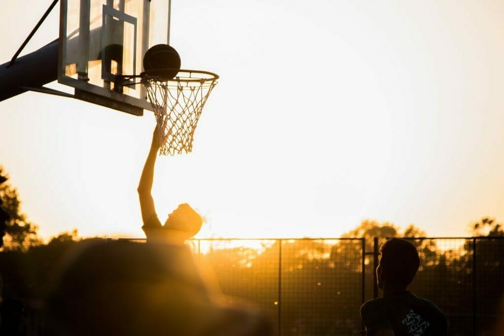 バスケットボールでシュートを決める人-成功体験