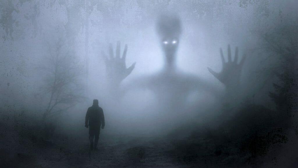 不安や恐怖を感じる暗い道